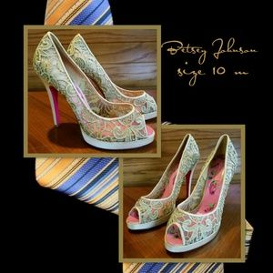 Betsey Johnson Gold Floral Print Heel